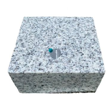 Silver_grey_granite_cobble_setts_sawn_edge