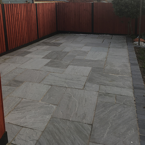 tumbled_kandla_grey_riven_sandstone_paving